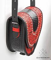 Женская кожаная сумка ручной работы полукруглая с металлом