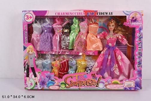 Кукла типа Барби с большим гардеробом