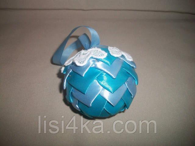 Елочный шар ручной работы голубой