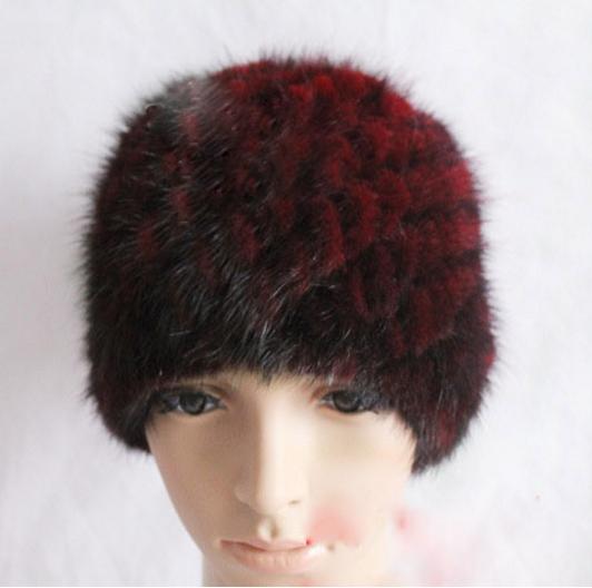 меховая женская шапка из вязанной норки бордо на вязанной основе