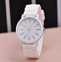 Белые женские наручные часы Geneva
