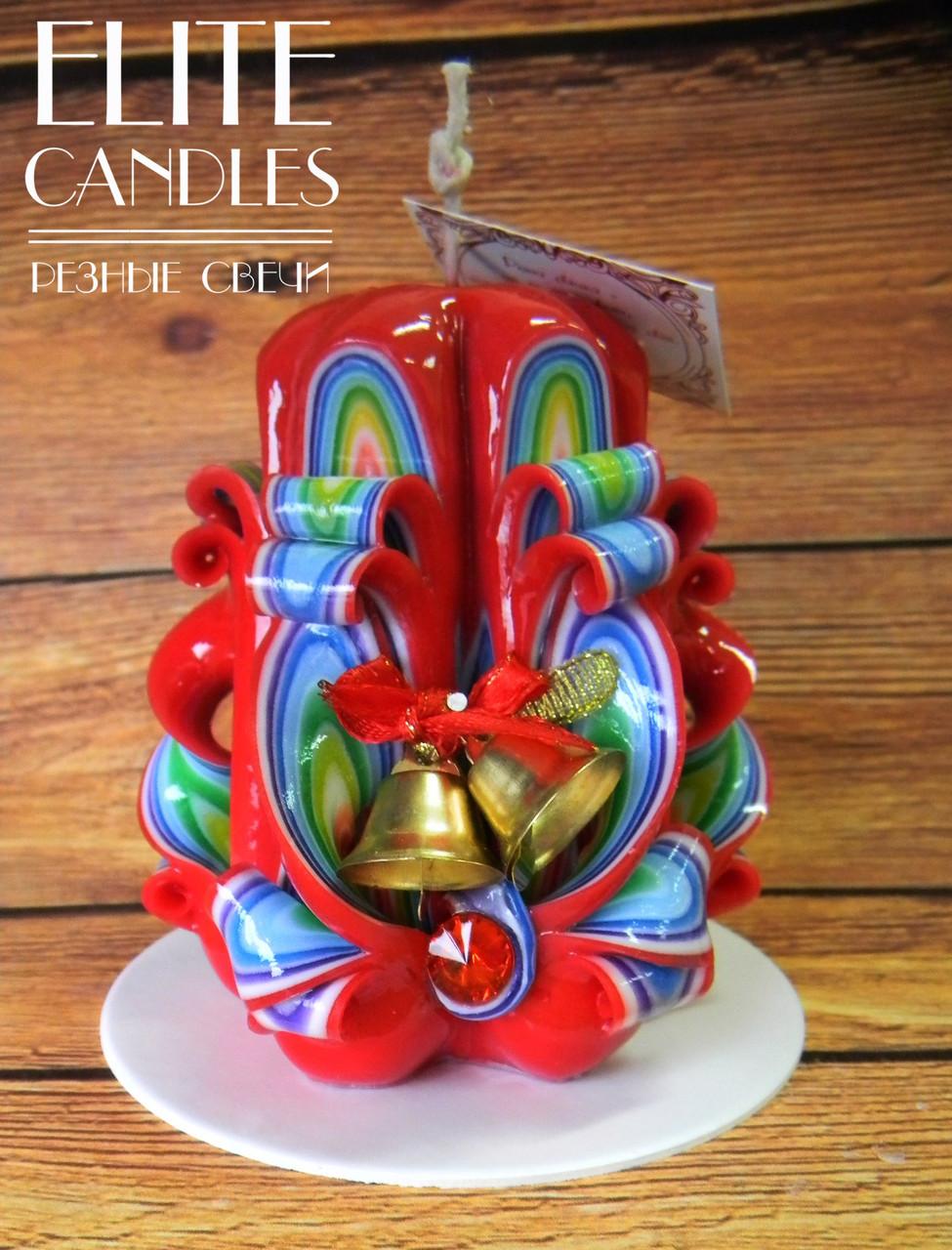 Резная свеча украшена колокольчиками, красиво подобраны новогодние цвета, классно подходит для подарков