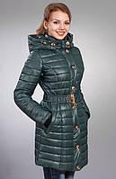 Женская молодежная курточка современного дизайна с карманами цвет темно-зеленый