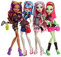 Набор из 4-х кукол Ночная жизнь / Ghouls Night Out 4 Doll Set Rochelle Goyle - Clawdeen Wolf - Ghoulia Yelps &