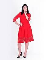 Яркое красное платье с 3/4 рукавом