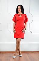 Красное платье с вырезом-капля на  горловине