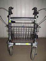 Ходунки для людей с проблемами опорно-двигательного аппарата на колесиках с зажимами поручней на крутилках