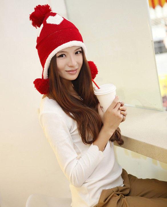 Молодежная женская шапка ушанка с бубонами