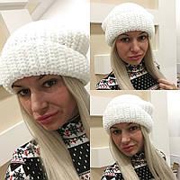 Модная женская вязаная шапка белая