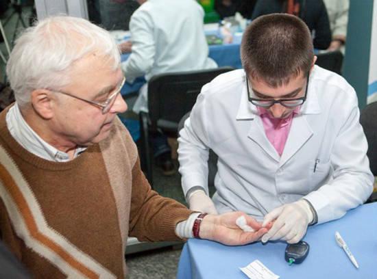 В этот день каждый присутствующий смог бесплатно проверить уровень глюкозы в крови, измерять артериальное давление
