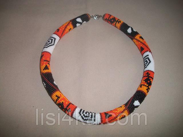 Вязаный из бисера узорный жгут в африканском стиле