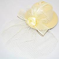 Шляпка с вуалью и розочкой (бежевая)
