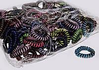 Резинки спиральки для волос черные в разноцветные полоски 100 шт.