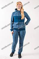 Женский трикотажный спортивный костюм с капюшоном синего цвета