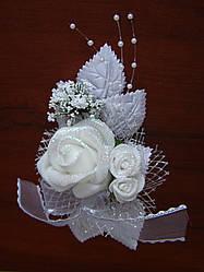 Бутоньерка большая роза бархат белая