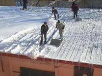 Очистка снега с крыш,уборка снега наледи Киев.
