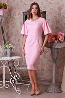Приталенное платье розового цвета