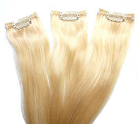 Прядь натуральных волос на заколке блонд