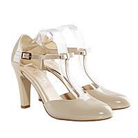 Свадебные туфли лаковые с ремешком спереди светлый беж