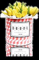 Маленький букет из желтых тюльпанов в коробке