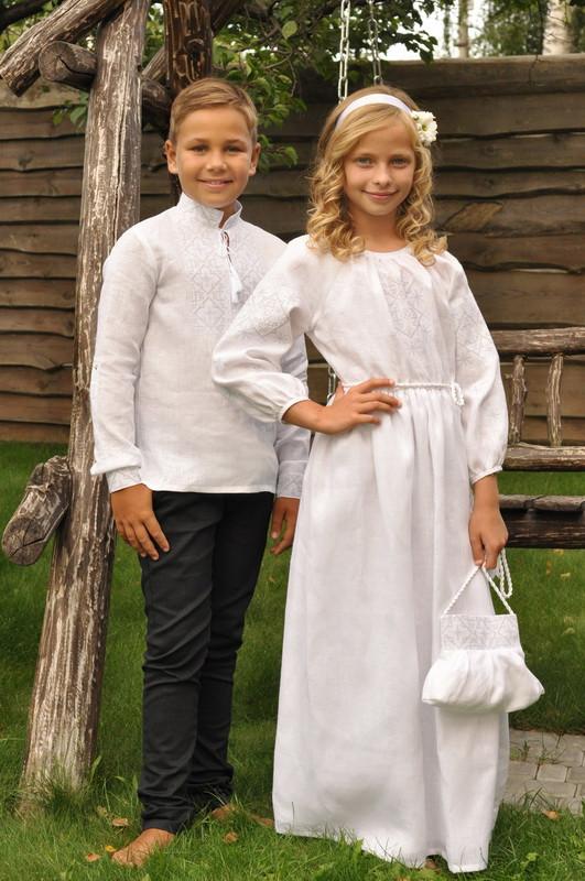Вышиванка для мальчика и вышитое платье для девочки