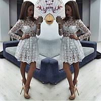 Короткое гипюровое платье с воротником-стойка