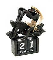 Календарь на стол деревянный Папуас на харлее