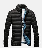 Чорна осіння куртка