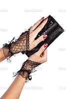 Черные короткие ажурные перчатки на один пальчик украшенные двумя стразами.