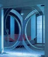 Маятниковые двери из стекла