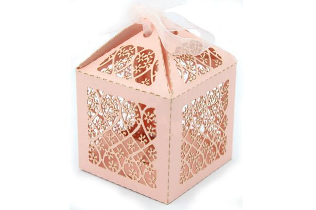 Подарочная коробочка бонбоньерка