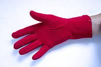 Модные красные перчатки для уверенных в себе людей
