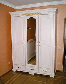 Шкаф изготовлен из дерева Покрашен в белый ral с золотой патиной