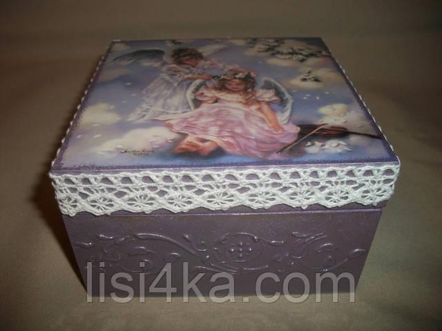 Деревянная сиреневая шкатулка с ангелами и кружевом