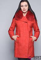 Зимнее короткое  пальто с мехом на воротнике размеры .46.48 Алый