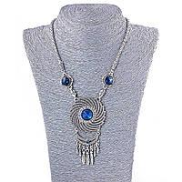 Колье на шею с крупными синими и белыми стразами, цвет металла серебро, длина 45-50см