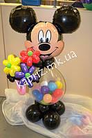 Микки Маус с букетом цветов из шаров