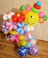 Веселый клоун с букетом цветов из шаров