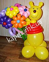 Винни пух с букетом цветов из шаров