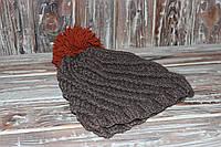 Вязаная зимняя шапка с оранжевым помпоном