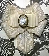 """Брошь-галстук текстильная с камеей """"Ренесанс"""" цвет айвори"""