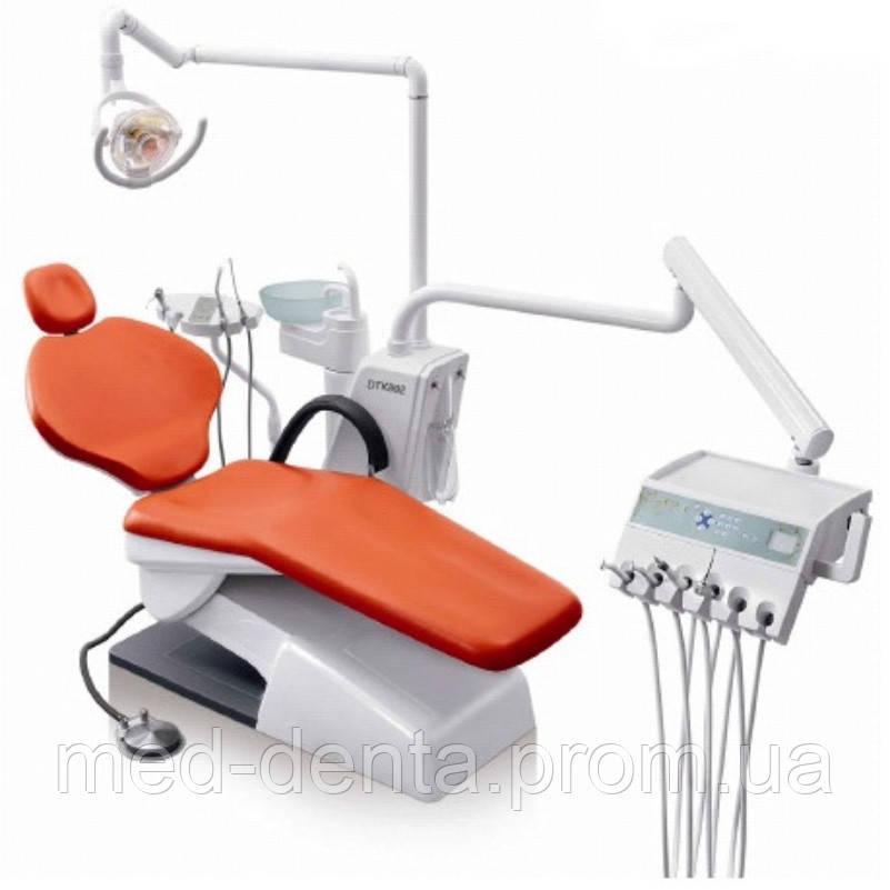 Стоматологічна установка Granum TS-7830 з можливим розміщенням  6 інструментів та нижнім підводом шлангів.