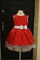 Яркое платье на девочку с пышным низом и декоративной окантовкой по подолу