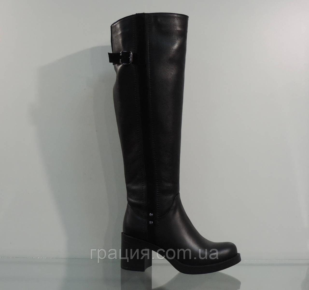 Модные кожаные женские зимние сапожки на каблуке