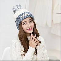 Модная шапка Бело голубая