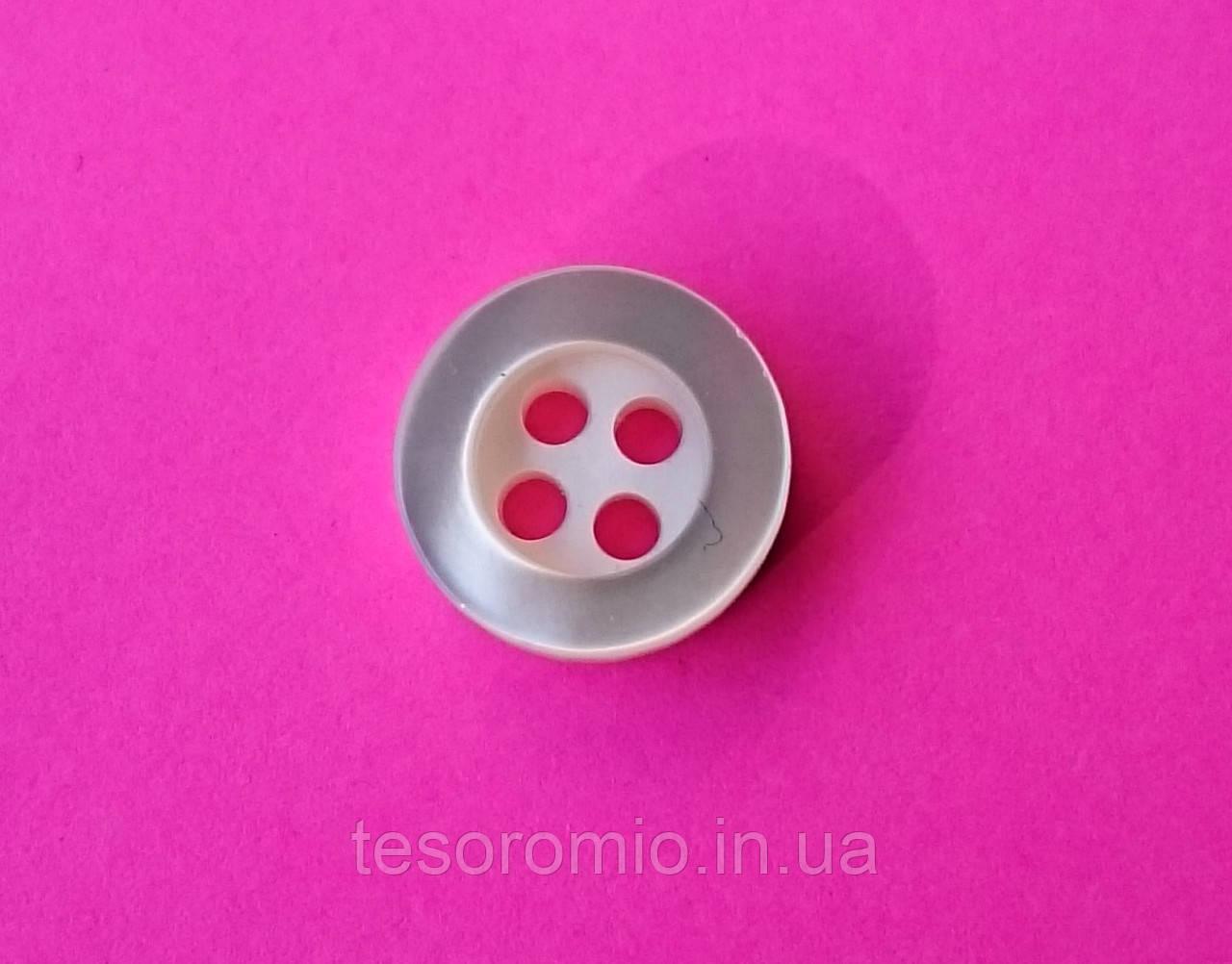 Ґудзик сорочкова перламутрова світло-молочна, діаметр 10 мм