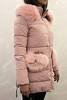 Зимняя женская розовая куртка с меховым капюшоном и карманами