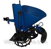Картофелесажалка ременная АПК 3 (регулировка шага, с транспорт. колесами, 20 л) Премиум