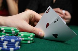 Покер, фишки и карты для покера