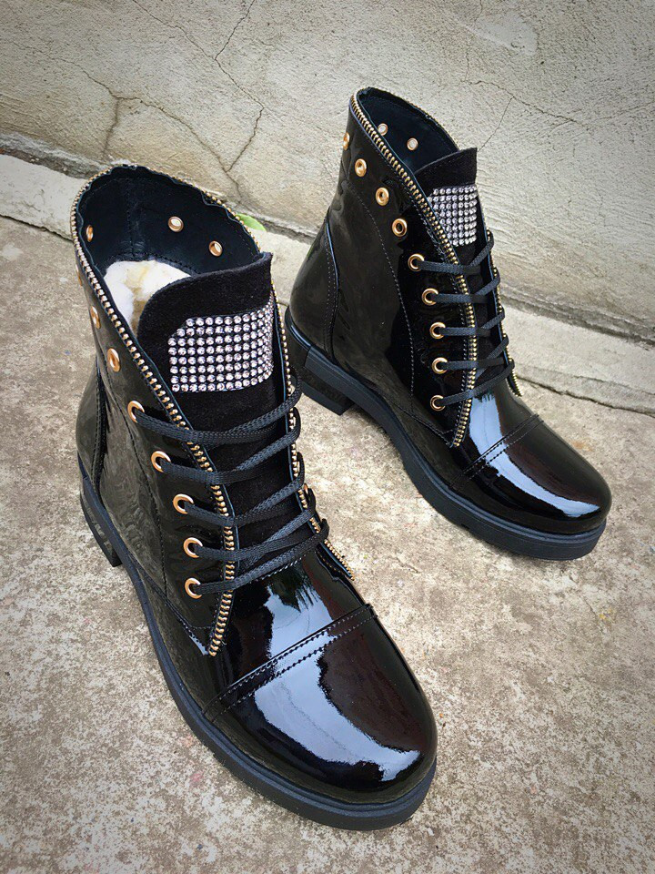9ebf3a80 Модные зимние женские ботинки 36 размер натуральная кожа на низком ходу  черные на шнуровке, цена 995 грн., купить в Харькове — Prom.ua  (ID#402339589)